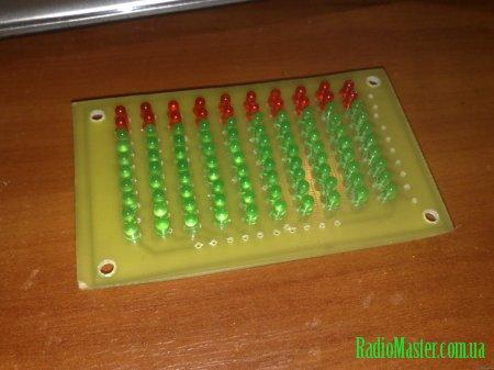 Печатная плата матрицы односторонняя, потому общие аноды светодиодов...