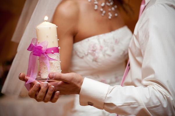 Обряд зажжения семейного очага. Одним из важнейших обрядов на свадьбе является зажжение семейного очага. Мы расскажем о сущности