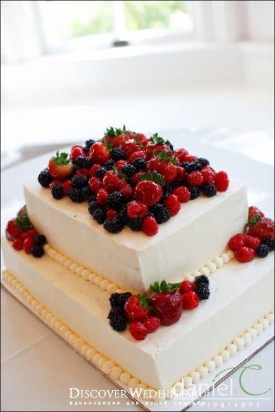 Ягодные свадебные торты.