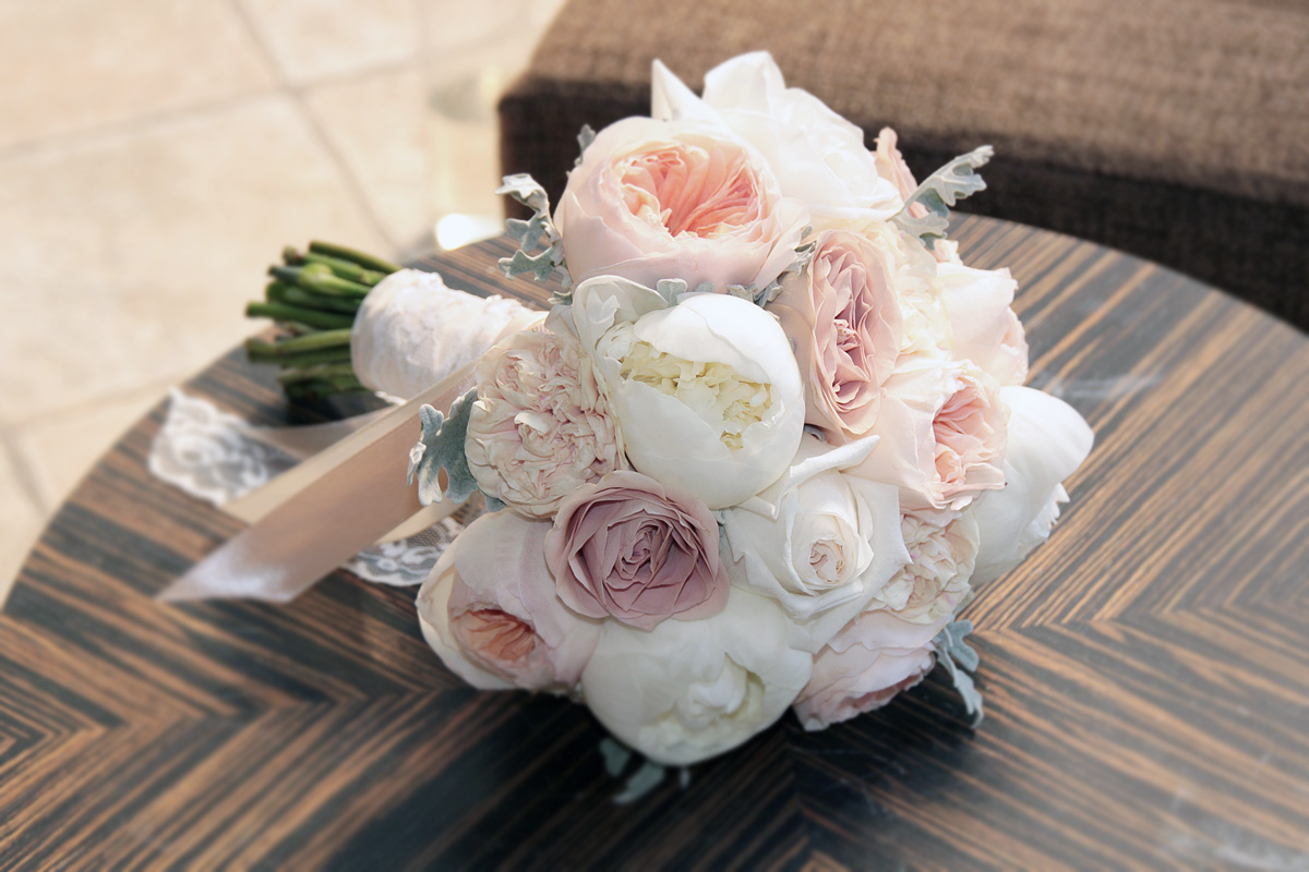 Букет невесты из пионов и роз #10