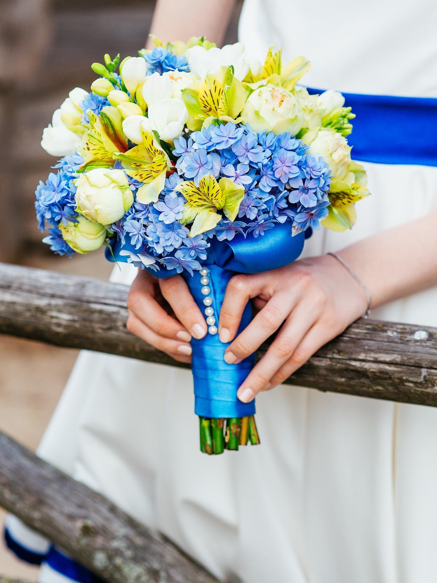 Букет невесты желто-синий