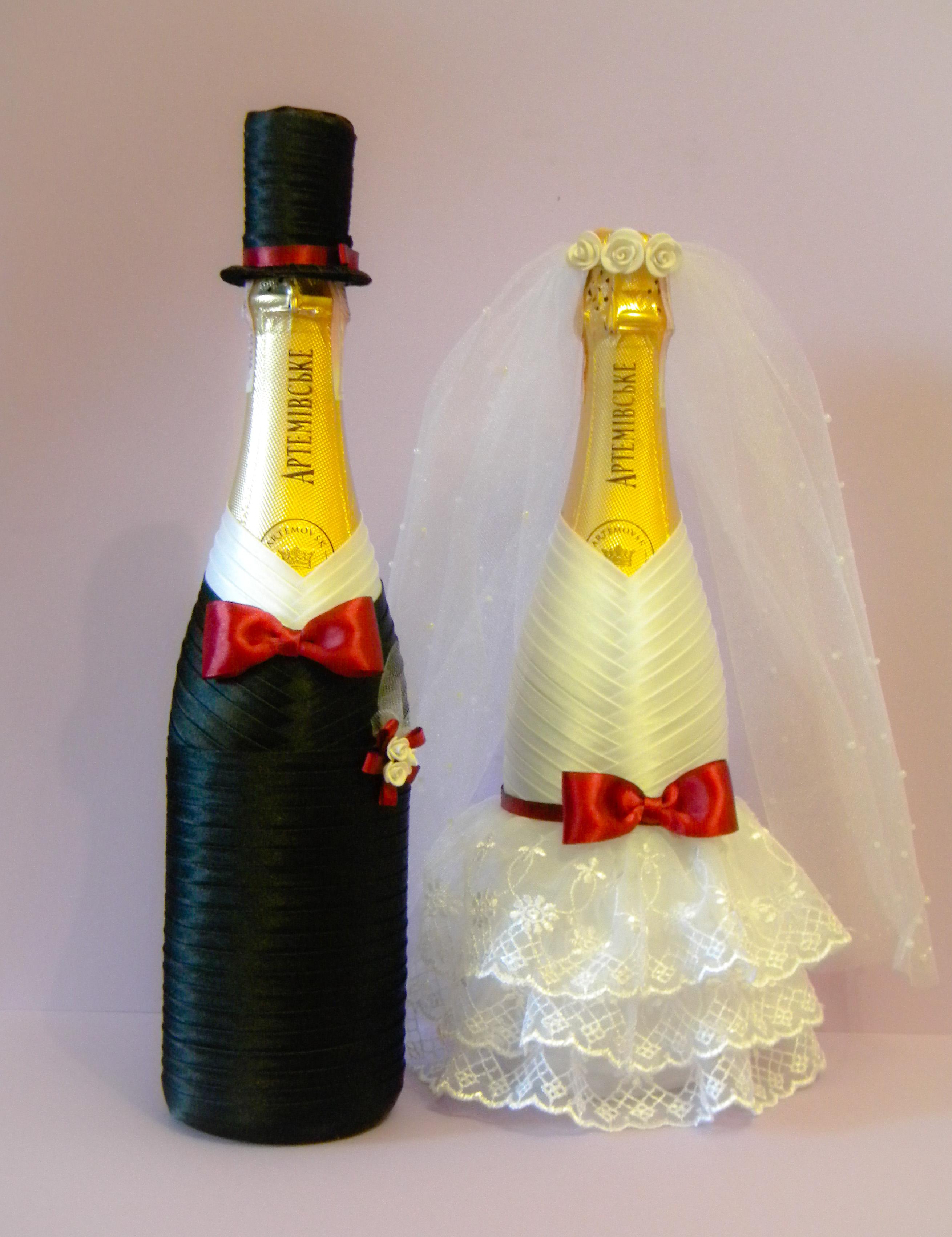 Варианты украшения свадебных бутылок своими руками 74