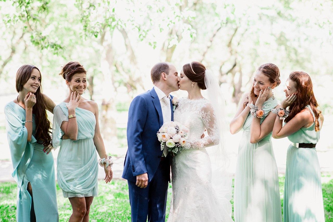 Подвязку для невесты на коротком платье