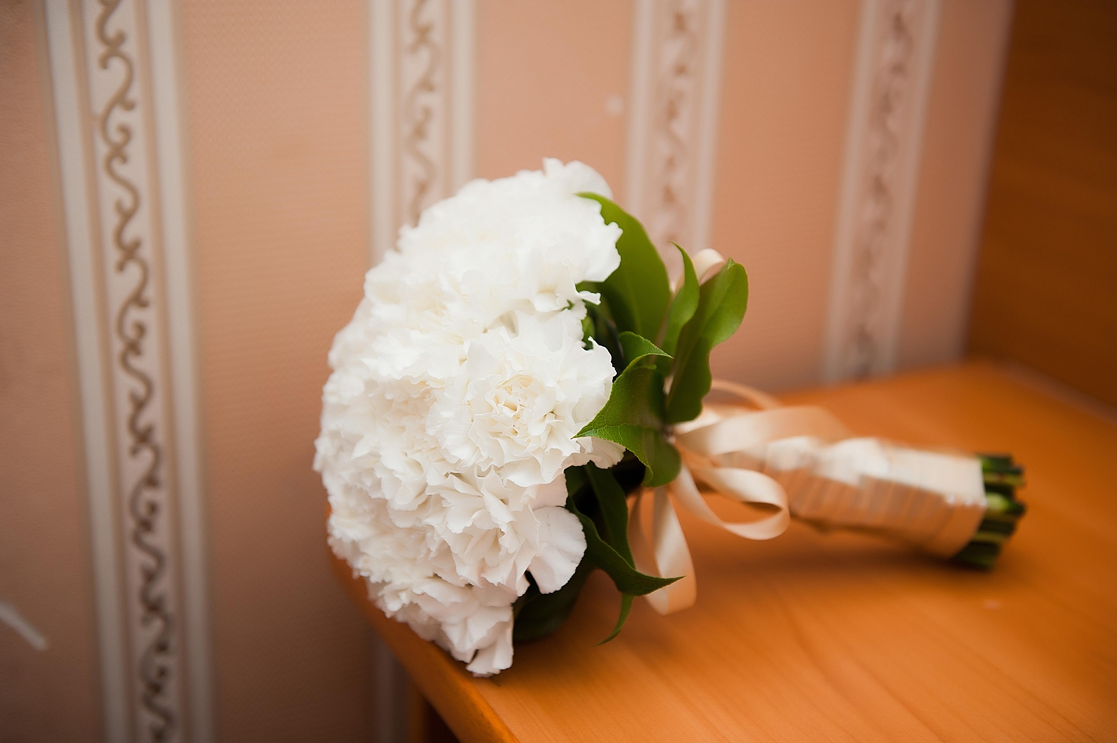 Свадебный букет из гвоздик - значение и символика 4
