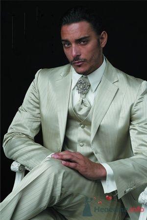 Серый костюм с жилеткой в полоску для жениха - фото 163 simik