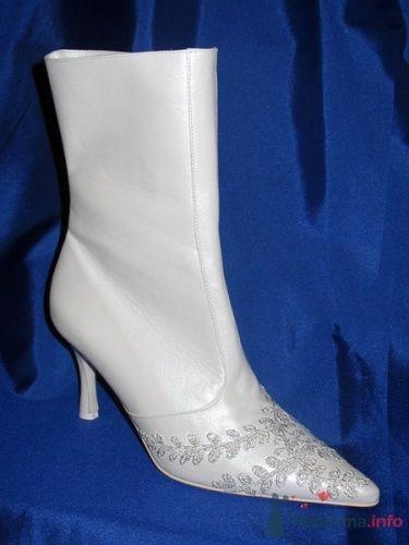 Белые сапоги для свадьбы с удлиненным  носом и вышивкой. - фото 70 simik