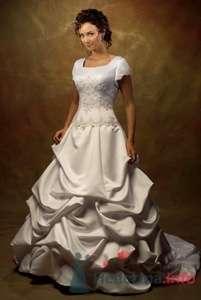 Свадебное платье Venues с закрытыми плечами, атласной присборенной юбкой, вышитое стразами Сваровски.  - фото 155 Невеста01