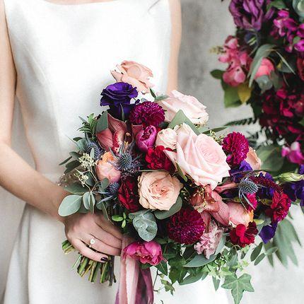 Яркий букет невесты свободной формы