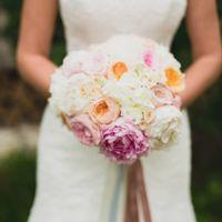 Нежный букет невесты с пионами и пионовидными розами