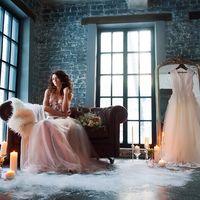 утро невесты, образ невесты, свадебный фотограф Анна Орлова, свадебное платье, свадебная прическа