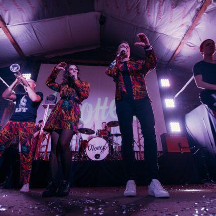 Выступление кавер-группы