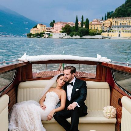 Аренда легендарной лодки Riva для фотосессии на озере. Италия