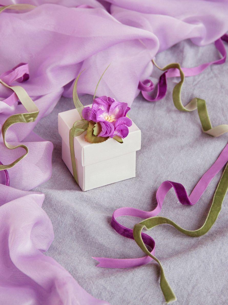 "Бонбоньерка Магнолия коробочка 5*5*5 - фото 15044382 Свадебные бонбоньерки ""Бон-бон"""