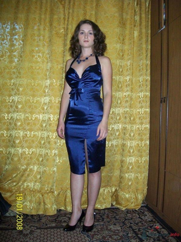 Платье с открытой спиной и украшение ручной работы