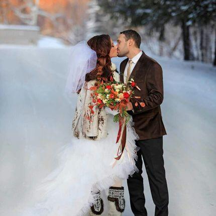 Яркий зимний букет невесты