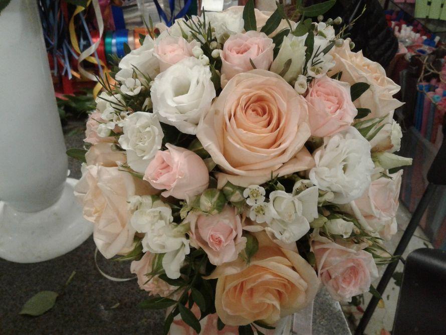Нежный кремовый букет невесты
