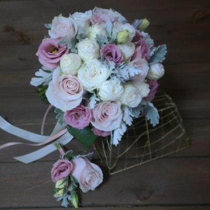 Букет невесты с пионовидными розами и эустомами