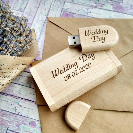 Деревянная флешка на 32 Гб в футляре с датой свадьбы
