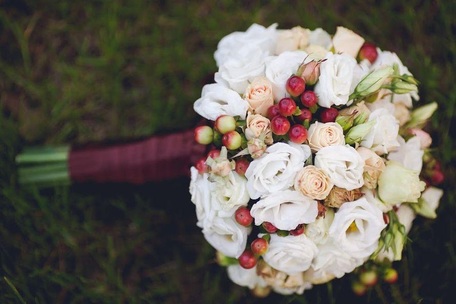 Букет невесты с розовыми ягодами гиперикума, магазин