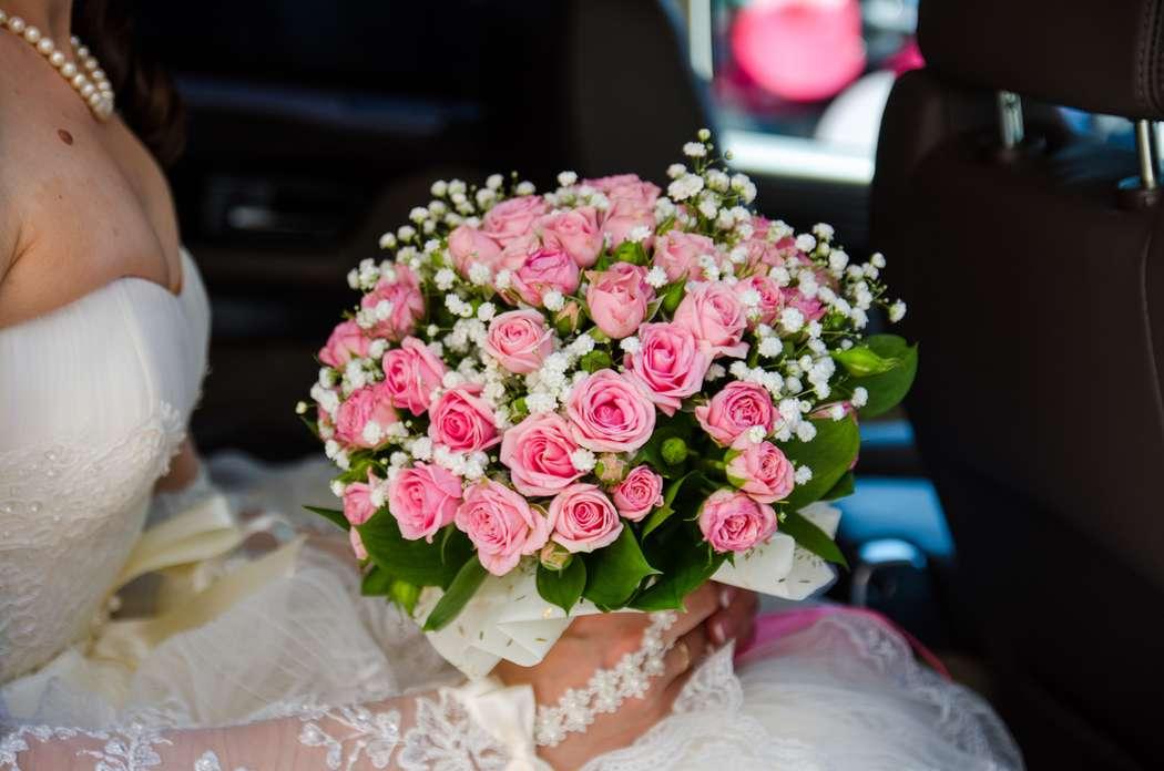 Свадебный букет из кустовых роз и гипсофилы, букет елью купить