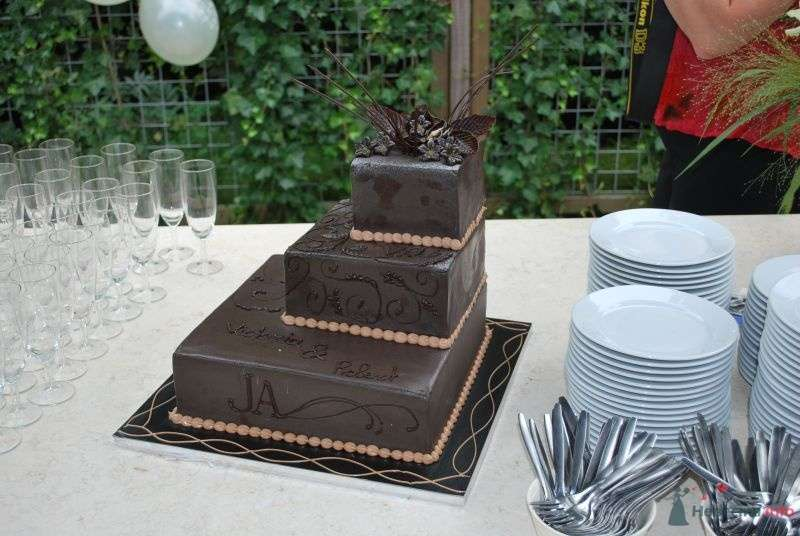 Многоярусный свадебный торт, украшенный коричневой мастикой с узором - фото 70169 OmkaQ