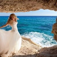 Невеста на фоне море