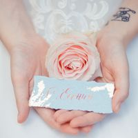 букет невесты, оформление свадьбы, свадебное платье, макияж, прическа