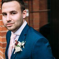 букет невесты, платье, красный, прическа, жених, костюм, бутоньерка, лофт