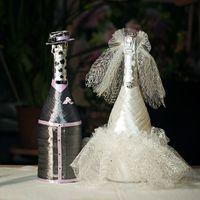 Свадебные бутылочки шампанского:) Украшены атласными лентами , стразами, и сеткой:)