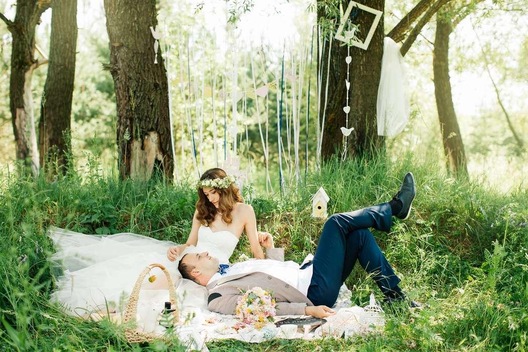 стильная свадьба, свадьба летом, летняя свадьба, венок, пикник в лесу, свадьба в лесу, свадебная фотосессия в лесу - фото 4000361 Невеста01