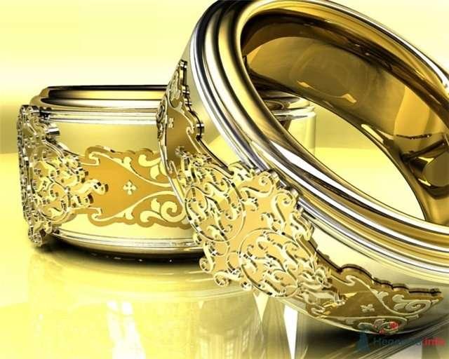 Великолепные обручальные кольца из комбинированного золота с накладной аппликацией из желтого золота. - фото 54856 Невеста01
