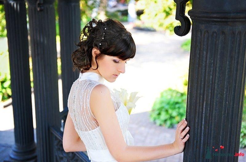 Романтический образ невесты выражен в прическе из коротких локонов - фото 83746 Свадебный стилист Katrin studio