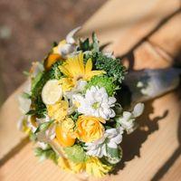 Букет невесты желтых роз и желтых гербер