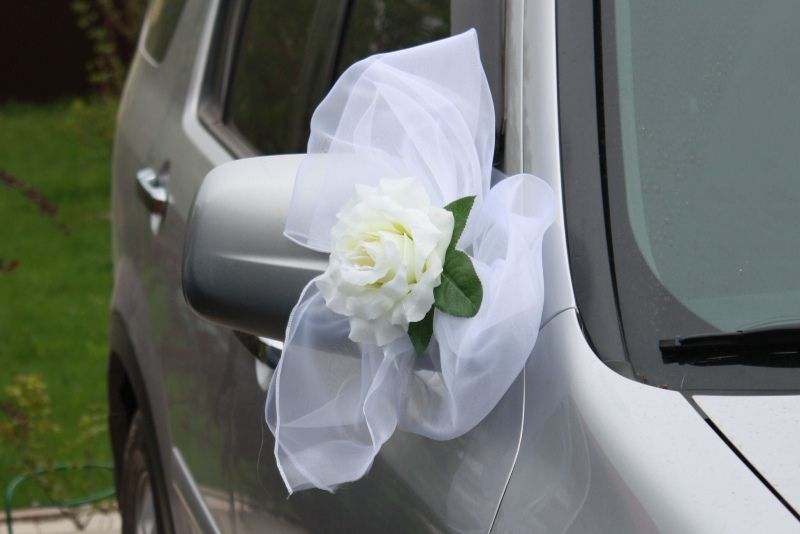 Банты из органзы на свадебную машину