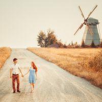 Деревня. Дорога. Ветряная мельница. Прогулка. Вечер. Природа. Осень. Эмоции. Пара. Вместе. Романтика. Стиль.