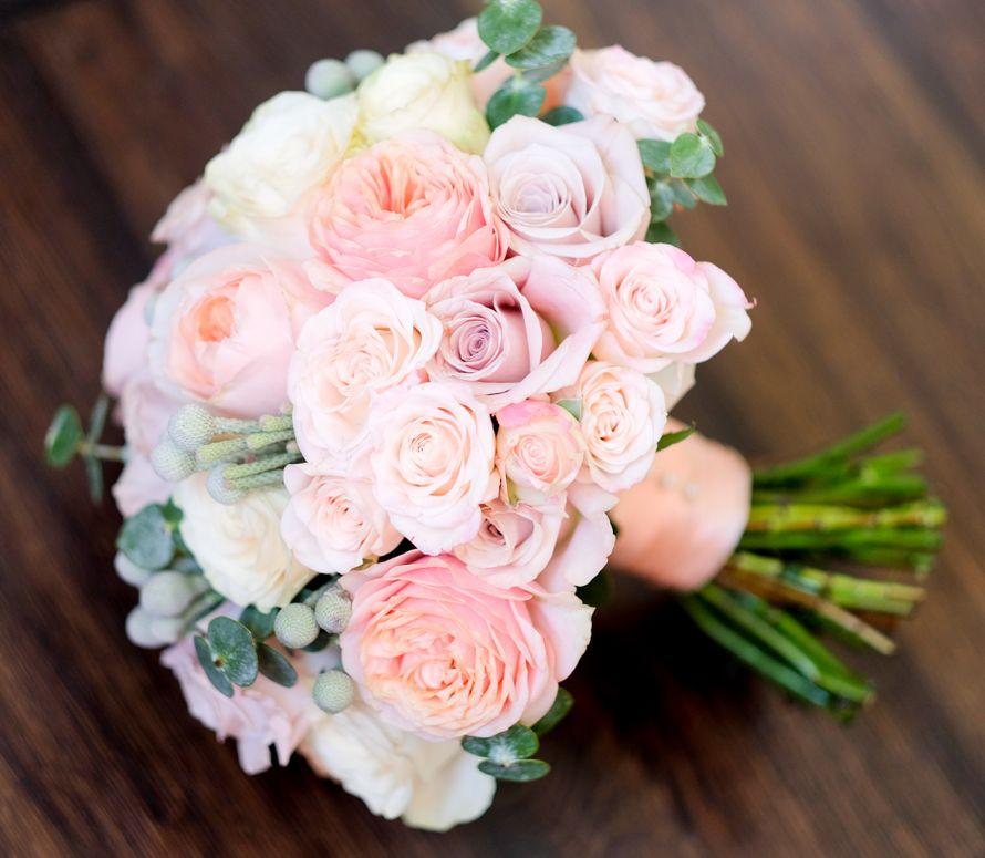Креативный букет для невесты из пионовидных роз