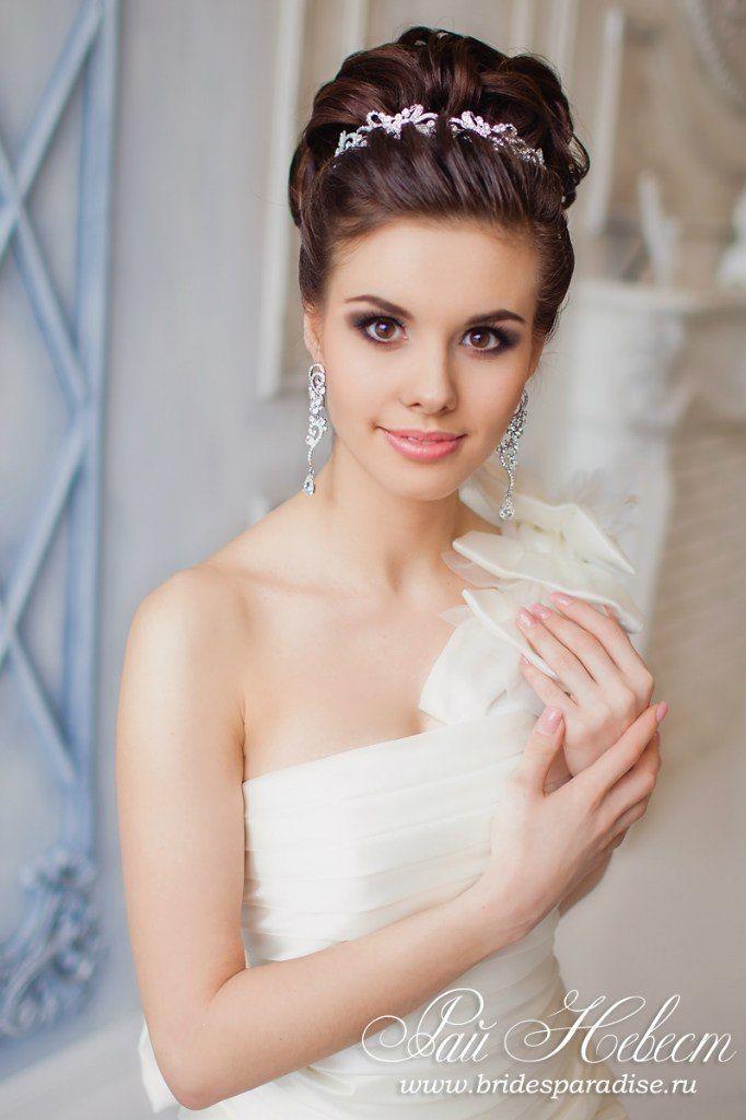 Прически невест с диадемой