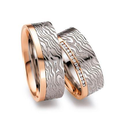 Парные обручальные кольца из комбинированного золота с бриллиантами