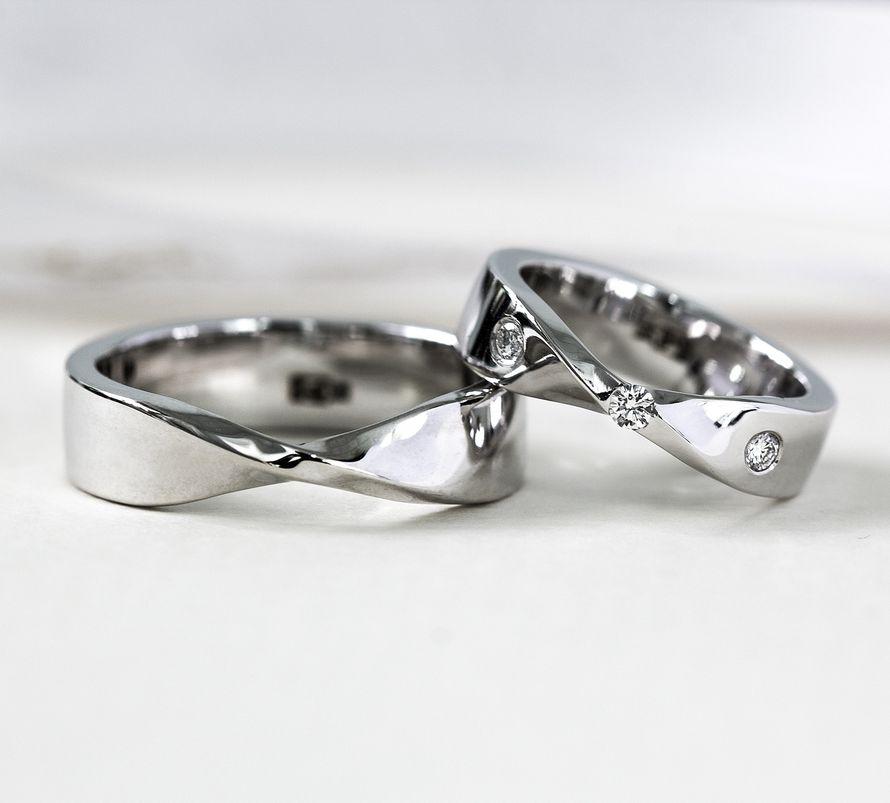 За основу этих оригинальных колец взят лист Мебиуса,который является прародителем знака бесконечности, а бесконечность - это символ вечности и единства. - фото 14699086 Ювелирная студия UvelirMoscow