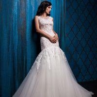"""Свадебное платье """"Миранда""""  Фасон: рыбка Материал: кружево и сетка Шлейф: средний, пристегивается (можно укоротить) Особенности: пуговки по спинке Цвет: пудра, айвори, белый"""
