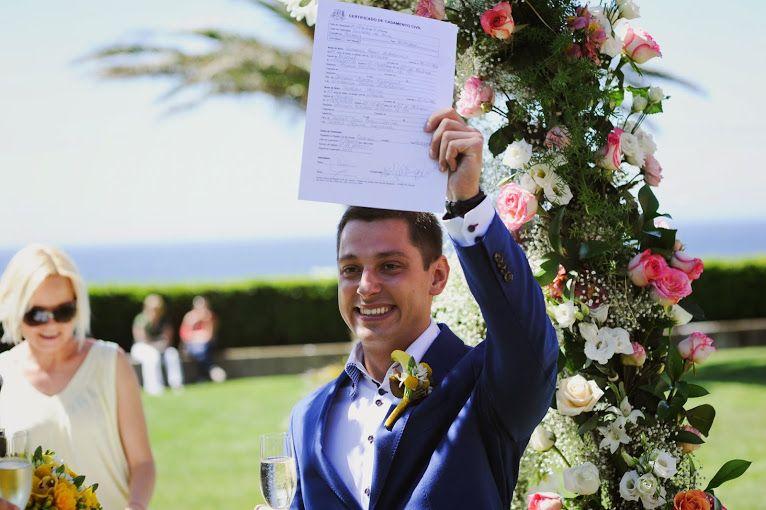 Классический синий пиджак с белой рубашкой и желтой бутоньеркой   - фото 2556283 Wedding аgency Happy Day - свадьба в Португалии