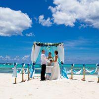 Свадебная церемония на острове Саона в Доминикане.