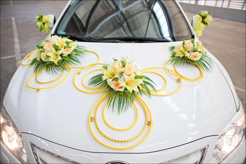 """Экибаны из желтых роз , соединенными бусами. - фото 867261 Транспортная Компания """"Carтеж"""" - прокат авто"""