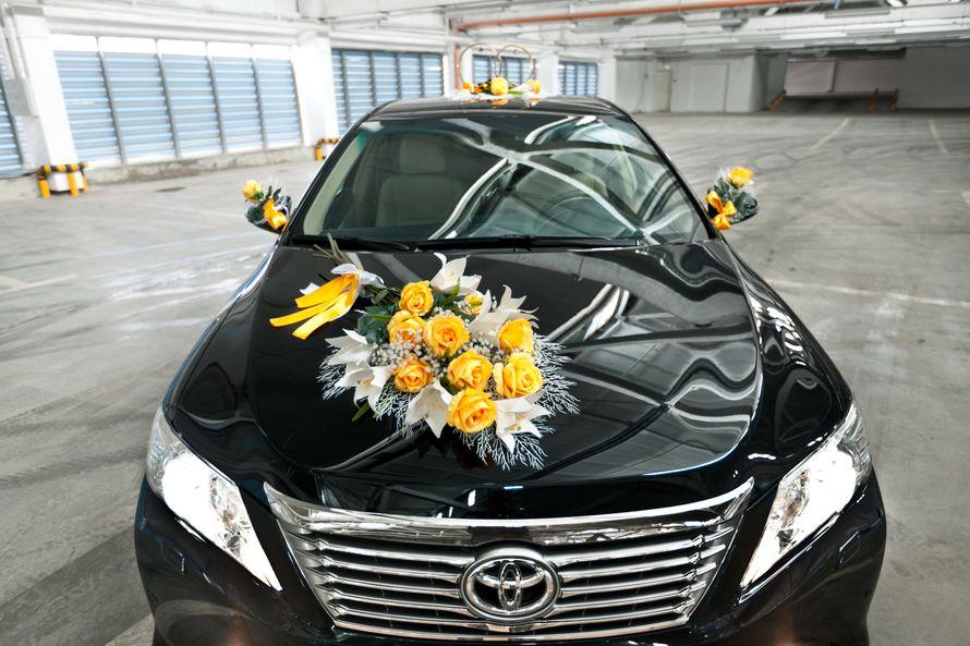"""Большая экибана из желтых роз на авто черного цвета. - фото 867363 Транспортная Компания """"Carтеж"""" - прокат авто"""