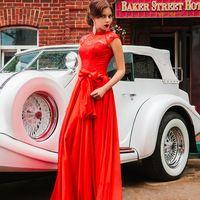 Подружка невесты в красном