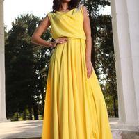 Ярко желтое платье из нежного шифона.