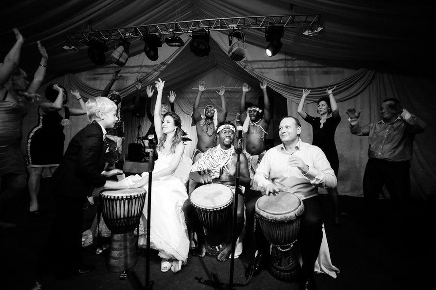 Танцевальное выступление на свадьбе