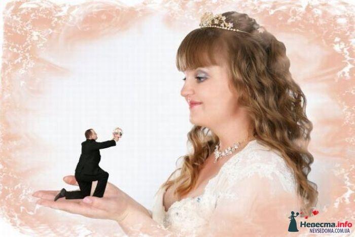 оригинально, жених на ладони!!!