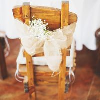 декор стула, бант из мешковины, гипсофила