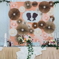 стол молодожен, оформление зоны молодожен, свадебный бэк, бумажный декор на свадьбе
